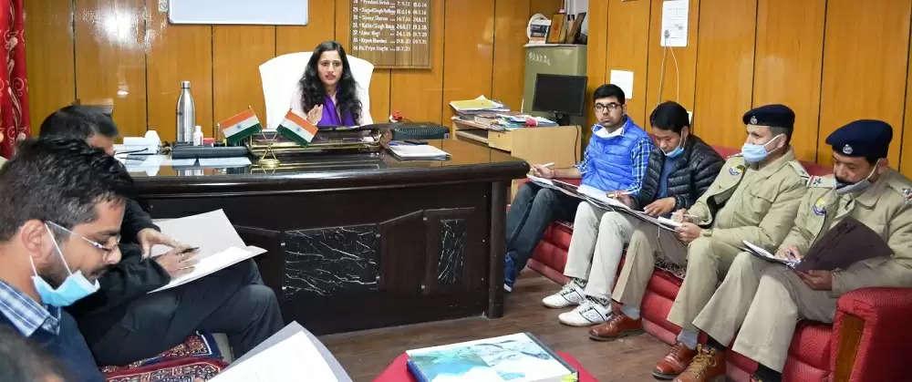 एसडीएम प्रिया नागटा ने कहा कि मंडी संसदीय उपचुनाव के दृष्टिगत जिला निर्वाचन अधिकारी के निर्देशानुसार कोई भी अधिकारी और कर्मचारी बिना अनुमति अवकाश पर नहीं जा सकेगा।