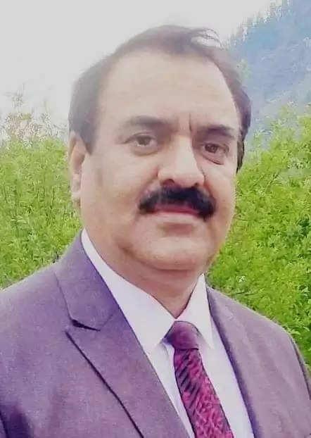 प्रोफेसर विक्रम राणा पार्टी के पुराने कार्यकर्ता हैं और वे चंडीगढ़ से एसोसिएट प्रोफेसर, स्टेट लेसन ऑफसर व स्पेशल आफिसर ड्यूटी जैसे पदों कार्य कर चुके हैं।
